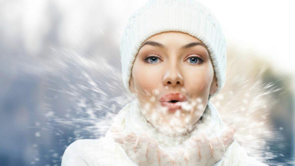 Szépségtipp - Hogyan védhetjük bőrünket a téli napozáskor?